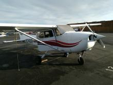 Cessna 172 N748SP sitting on the ramp at Palo Alto (KPAO)